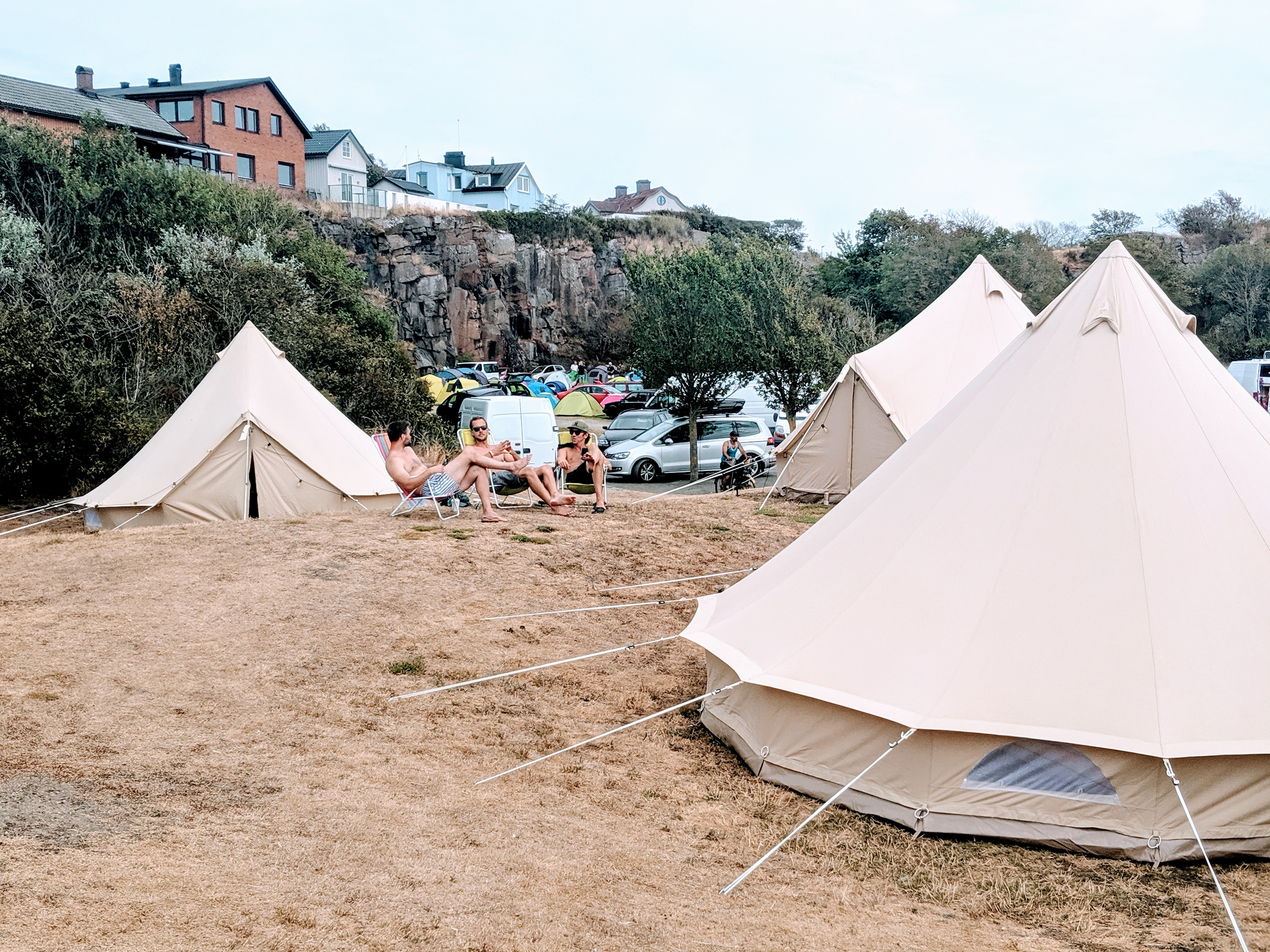 The sun always shines at Hallifornia! - Nordic Stretch Tents